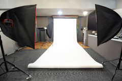 Studio professionnel de photo avec le fond blanc Photo libre de droits