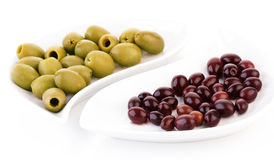 Studio shot of olives on plate Royalty Free Stock Photos