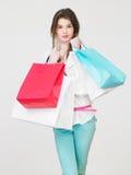 Studio som skjutas av tonårs- flicka med shoppingpåsar Royaltyfria Foton