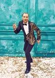 Studio strzał mężczyzna jako retro tancerz Obraz Royalty Free