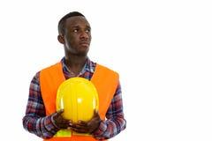 Studio strzał młoda czarnego afrykanina mężczyzny pracownika budowlanego myśl obraz stock