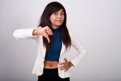 Studio strzał młody Perski bizneswoman daje kciuka puszka adze fotografia stock