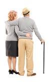 Studio strzał szczęśliwy starszy pary przytulenie, tylni widok fotografia royalty free