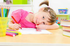 Studio sveglio della bambina a casa Fotografia Stock Libera da Diritti