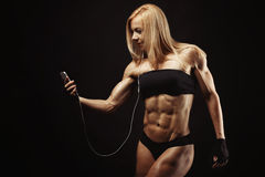 Studio tiré de la jeune femme musculaire Photographie stock