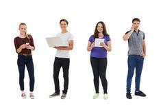 Studio tiré des adolescents employant la technologie des communications Image libre de droits