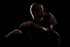 Studio tiré de jeunes couples dans l'amour Photos libres de droits