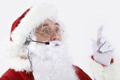Studio van Santa Claus Wearing Headset wordt geschoten die stock fotografie