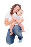 Studioabbildung der jungen Mutter und des Sohns Stockfotografie