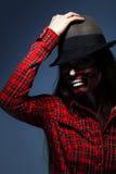 Studiofoto av den vuxna kvinnan med det läskiga sminket för halloween Arkivfoton
