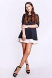 Studiofoto der jungen Frau auf weißem Hintergrund Stockfoto
