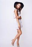 Studiofoto der jungen Frau auf weißem Hintergrund Rebecca 6 Stockfoto