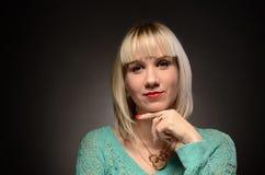 Studiofoto der jungen Frau Schwarzweiss Lizenzfreie Stockfotos