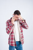Studiofoto Mann, der am Telefon spricht stockfoto