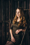 Studiofotoperiod av flickan i ett lyriskt lynne Arkivbilder