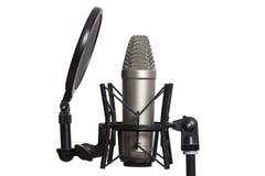 Studiokondensatormikrofon med spindeln som isoleras på vit bakgrund royaltyfri foto