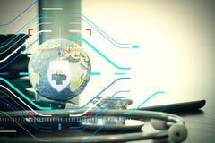 Studiomakro eines Stethoskops und der Beschaffenheitskugel mit digitalem Vorsprung Stockbilder