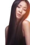 Studio som skjutas av asiatisk kvinna Royaltyfri Foto