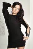 Studion sköt av ett ungt, härligt, brunetten, trendig kvinna Royaltyfria Foton