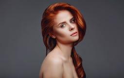 Studioportait för ung kvinna Royaltyfri Fotografi