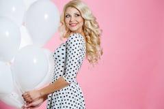 Studioporträt der Schönheit mit Ballonen Lizenzfreie Stockfotografie