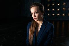 Studioporträt einer Geschäftsfrau in der Klage Stockbild