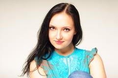 Studioporträt einer recht jungen Frau Stockbilder