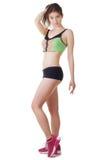 Studioporträt von tragenden Sportkurzen hosen und -spitze einer jungen schönen sportlichen Frau Lizenzfreie Stockbilder