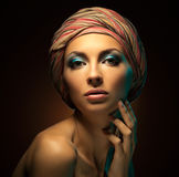 Studioportrait der schönen Frau Stockfoto