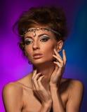 Studioportrait der schönen Frau Stockfotografie
