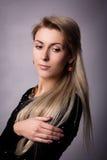 Studioportrait des Mädchens mit thoughful Blick Stockfotografie