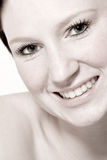 Studioportrait einer jungen flirtenden Frau Stockfoto