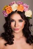 Studioportret van een mooie vrouw met kroon Royalty-vrije Stock Fotografie