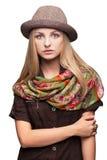 Studioportret van jonge vrouw in hoed Royalty-vrije Stock Afbeeldingen