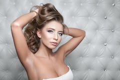 Studioportret van sexy blond Stock Afbeeldingen