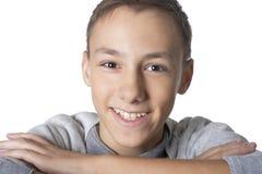 Studioportret van tiener op witte achtergrond stock foto