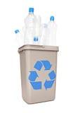 Studioschot van een kringloopbakhoogtepunt van plastic flessen Royalty-vrije Stock Foto's