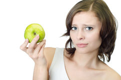 Studioschuß. Frau, die grünes Apfelisolat anhält Stockfoto