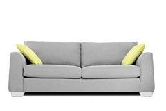 Studioskott av en modern soffa med kuddar arkivbilder