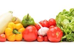 Studioskott av en tabell mycket av grönsaker Royaltyfri Foto