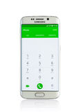 Studioskott av en vit smartphone för kant för Samsung galax S6 arkivbilder