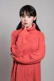 Studiostående av 20 asiatiska kvinnor i djupt problem Royaltyfria Bilder