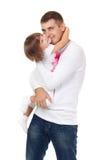 Studiostående av den älska fadern som kramar hans barn royaltyfri foto