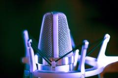 Studiovoiceovermikrofon royaltyfria foton