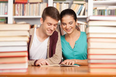 Studiować wpólnie. Zdjęcia Royalty Free
