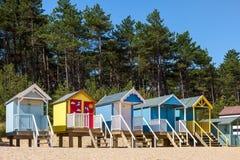 STUDNIE NASTĘPNIE morze, NORFOLK/UK - CZERWIEC 3: Niektóre jaskrawy coloured Zdjęcia Stock