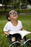 study för pojkegräsgreen Royaltyfria Bilder