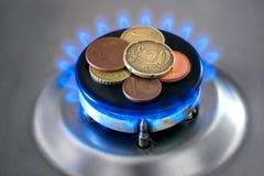 Stufa di gas con le monete Immagini Stock