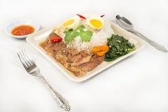 Stufato del piedino del porco sopra riso (MOO del Ka di Kao) Fotografia Stock