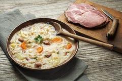 Stufato del porridge dell'orzo con carne Fotografia Stock